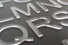 Litere din plexiglass